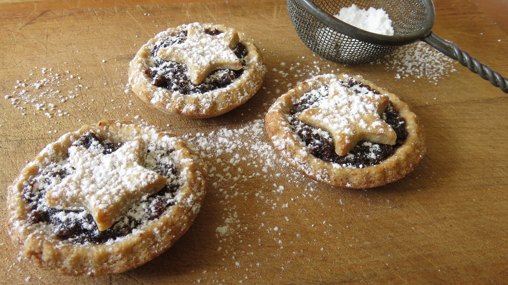 mince-pies. bluemorphos via Pixabay. CC0 Creative Commons