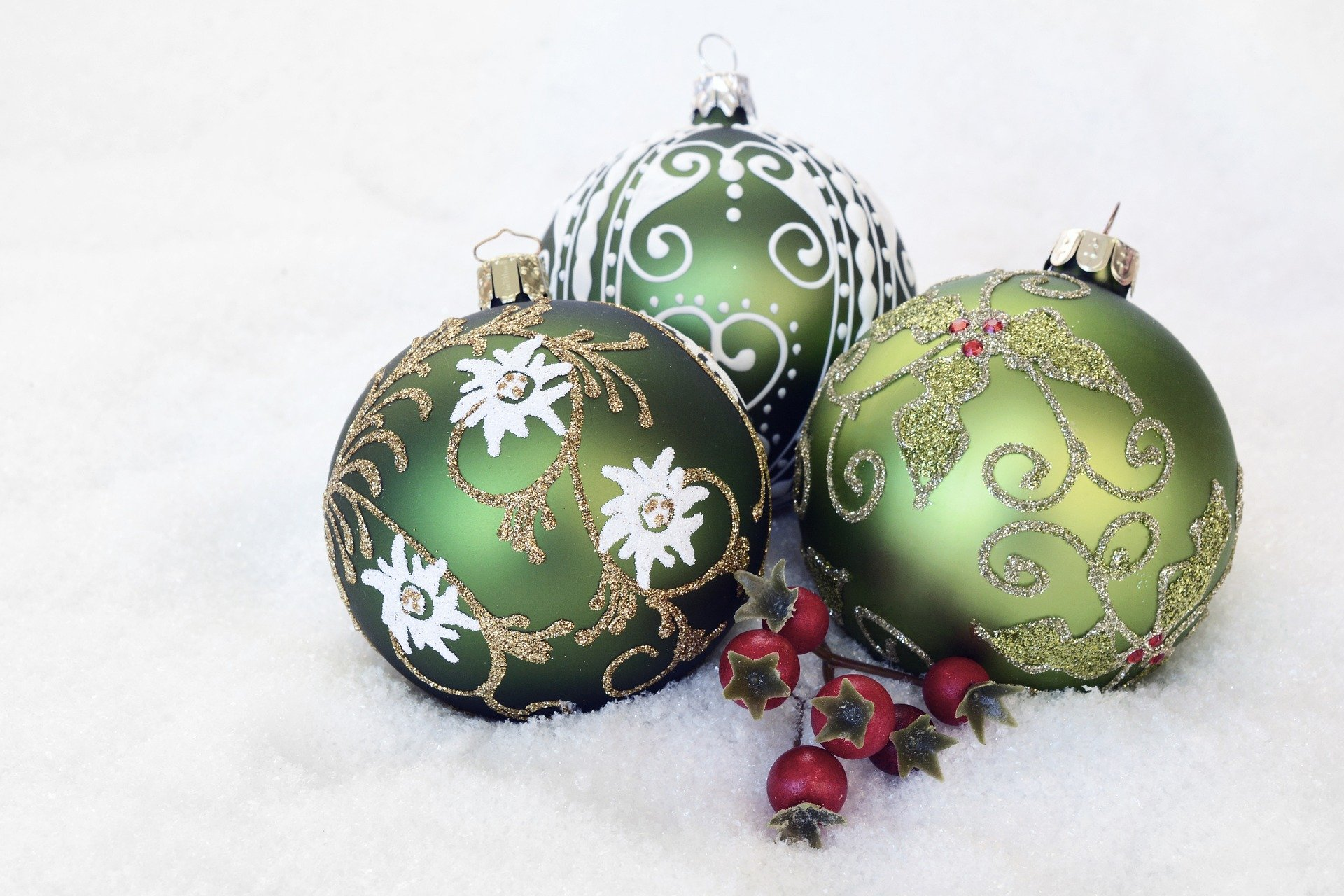 Christmas Baubles. annca. via Pixabay. CC0 Creative Commons. christmas-bauble-2956231_1920