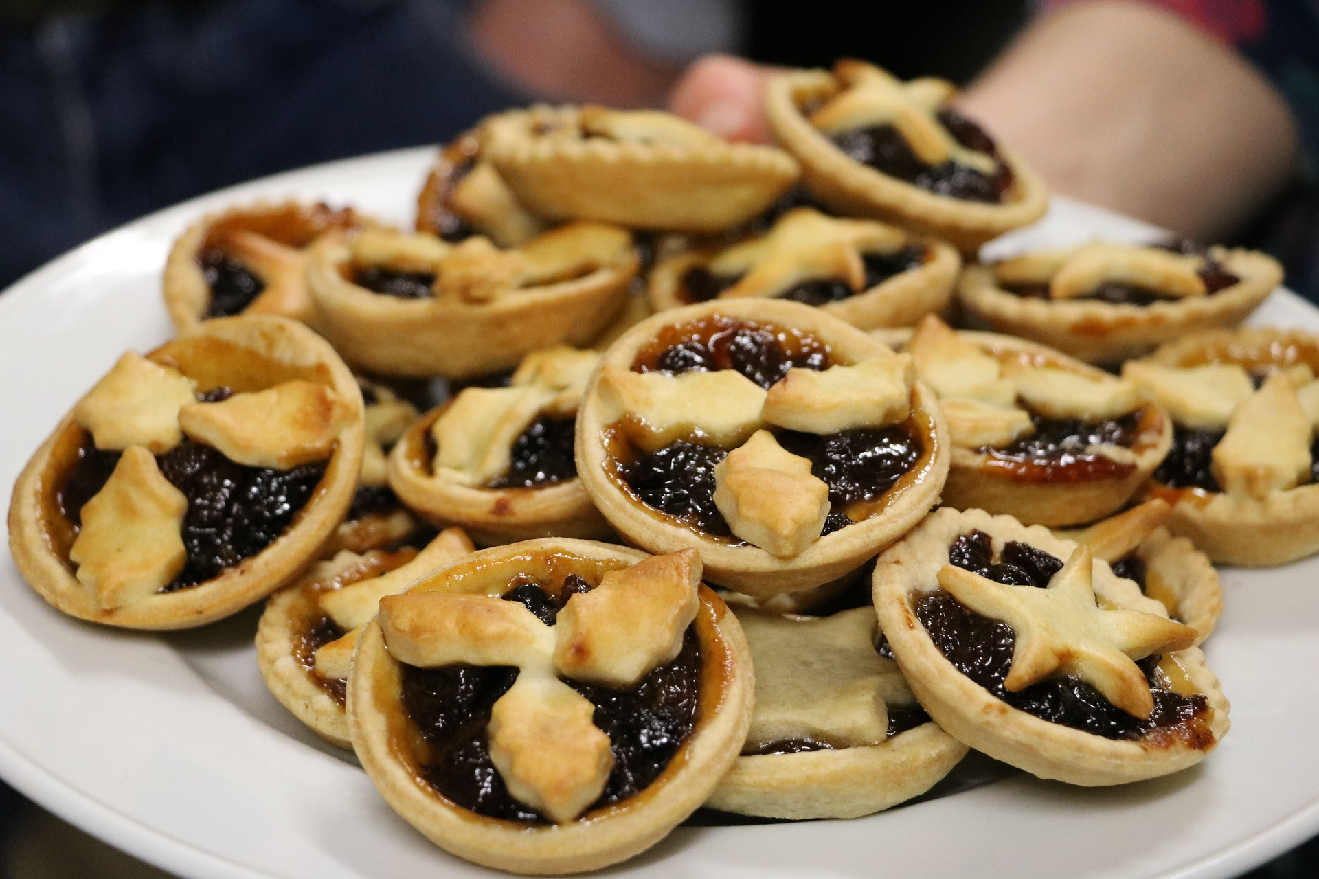Mince Pies. darianstibbe. via Pixabay. CC0 Creative Commons. mince-pies-1919916_1920